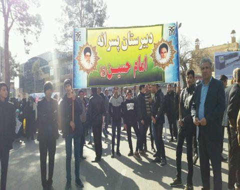 شرکت دانش آموزان در راهپیمایی ۲۲ بهمن